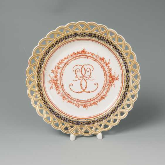 Porcelain plate IPE E II - photo 1