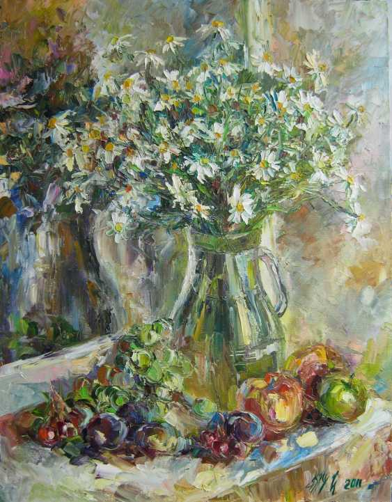 Irina Kruglova. Fruits with daisies in the window - photo 1