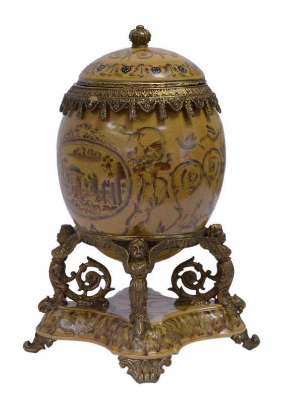 Lukas Erzroll. Egg porcelain urn - photo 1