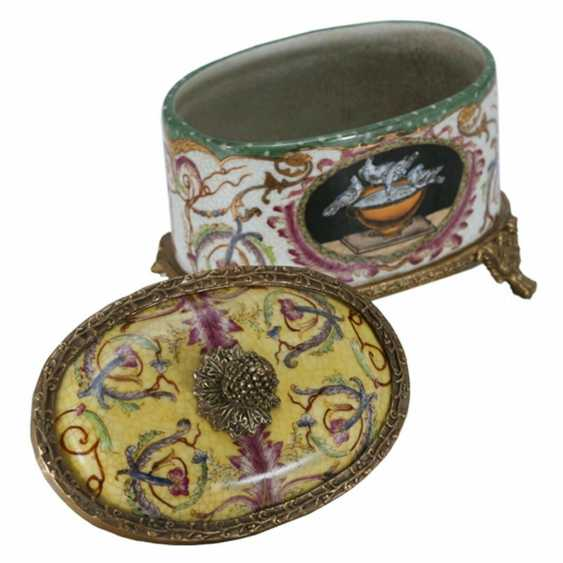 Lukas Erzroll. oval porcelain box in the Empire style - photo 2