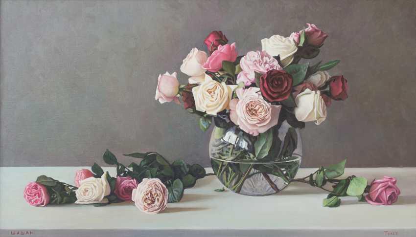 Alexander Tolstikov. Roses in a round vase - photo 1