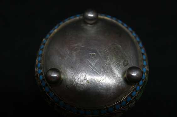 The salt shaker on the balls - photo 4