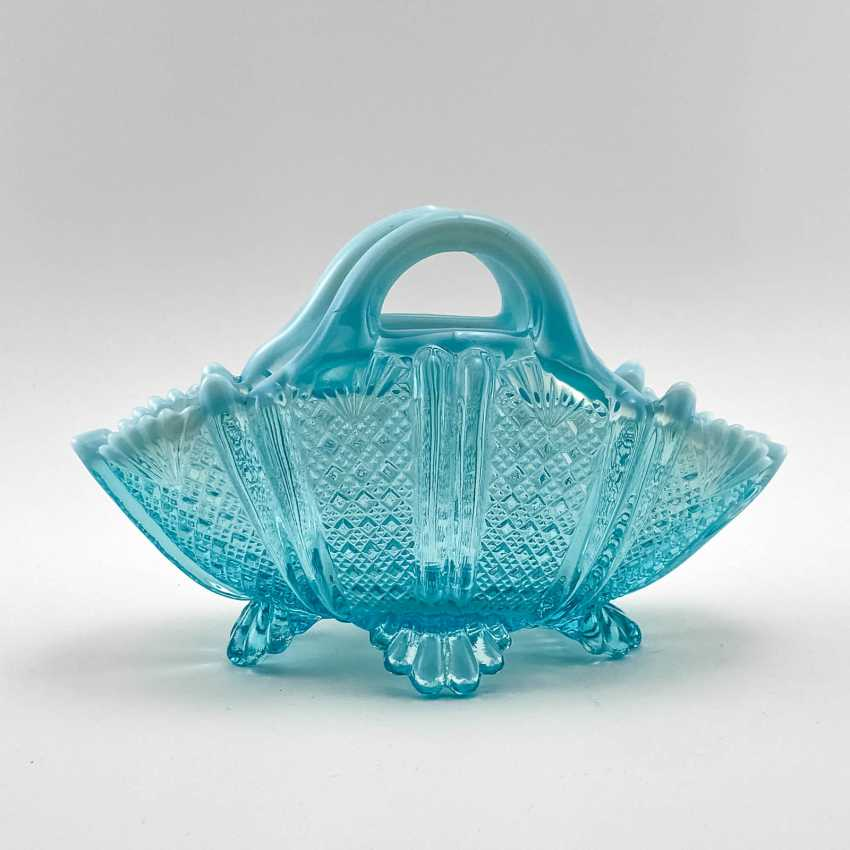 """Serving bowls of uranium glass """"Lords and Ladies"""", England, company Davidson, 19th century - photo 3"""