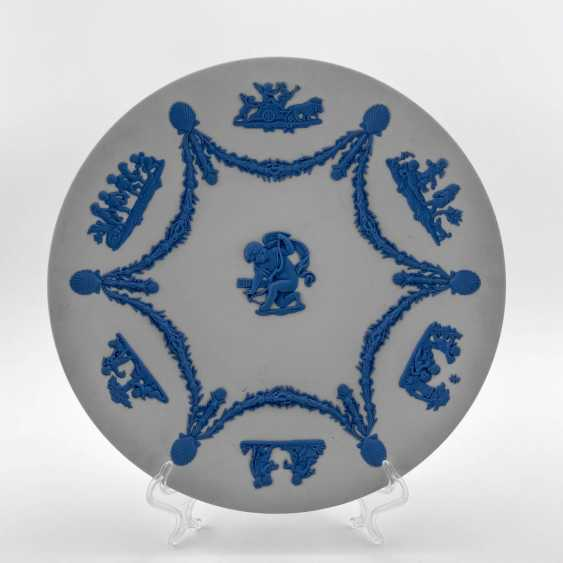 "Wedgwood Plate ""Cupid"". Neo-classicism, England, biscuit porcelain, handmade. 1974-1990. - photo 1"