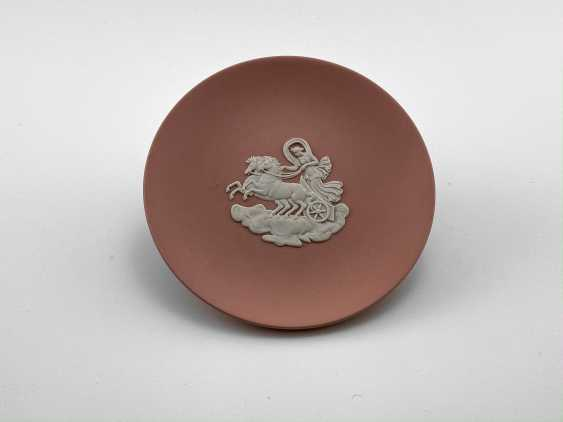"""Saucer for jewelry Wedgwood """"the goddess of the moon"""". Neo-classicism, England, biscuit porcelain. 1974-1990 gg. - photo 1"""