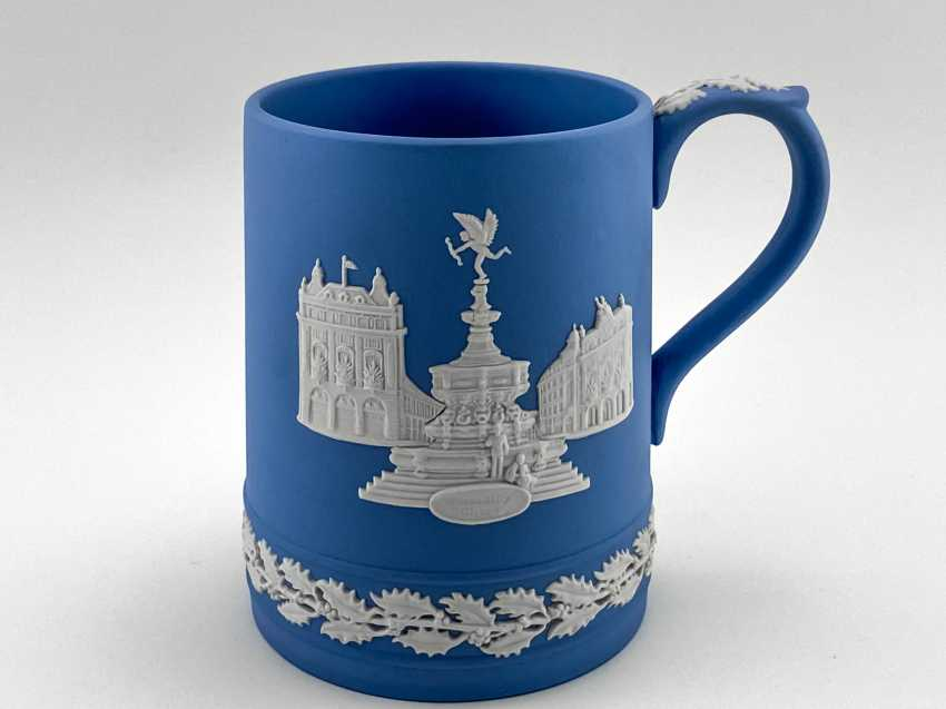 "Wedgwood Mug ""Christmas"". Neo-classicism, England, biscuit porcelain.1971 - photo 1"
