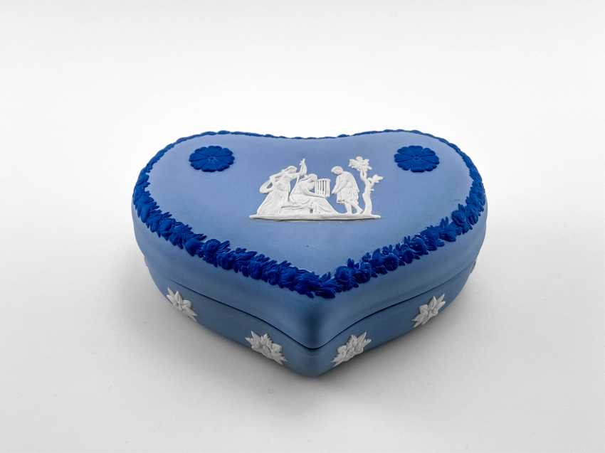 """Jewelry box Wedgwood """"Hesione"""". Neo-classicism, England, biscuit porcelain. 1974-1990 gg. - photo 1"""