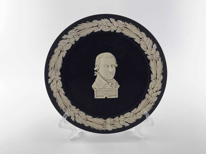 """Dish Wedgwood """"Guinness"""". Neo-classicism, England, biscuit porcelain, handmade. 1984 - photo 1"""