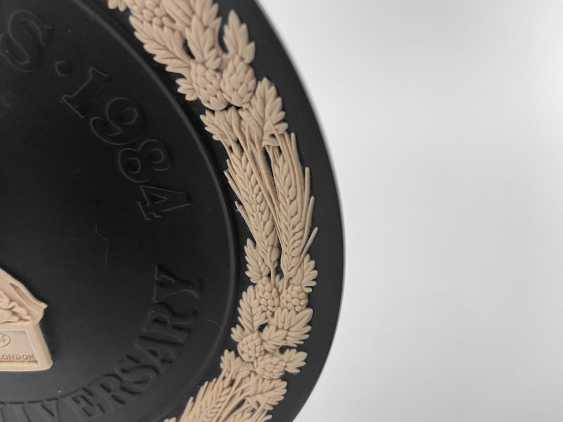 """Dish Wedgwood """"Guinness"""". Neo-classicism, England, biscuit porcelain, handmade. 1984 - photo 3"""