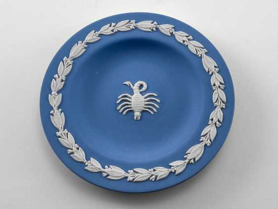 "Saucer for Wedgwood jewelry ""Scorpio"". Neo-classicism, England, biscuit porcelain. 1974 - 1990 - photo 1"