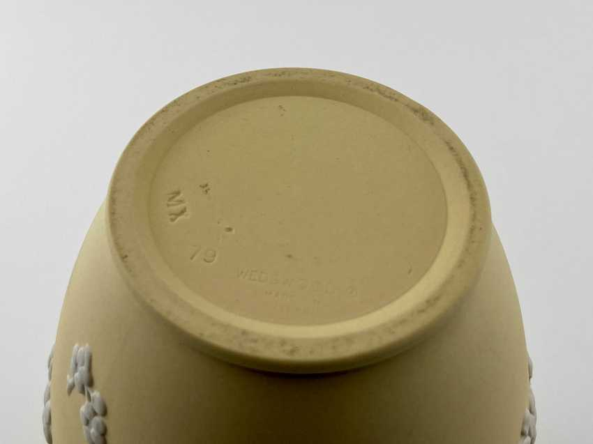 "Wedgwood Vase ""Sakura"". Neo-classicism, England, biscuit porcelain, 1979 - photo 3"