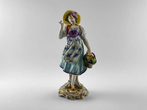 """Porcelain figurine """"Flower girl"""". Germany, Volkstedt, perfect condition, 1945 - 1951 - photo 1"""