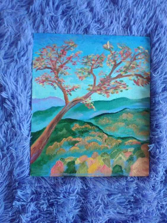 Ksenia Koroleva. Tree on a background of mountains - photo 1