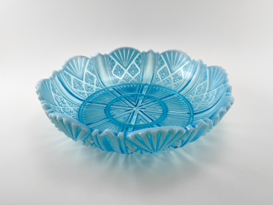 A dish of pressed colored glass, England, company Davidson, 1890. - photo 1
