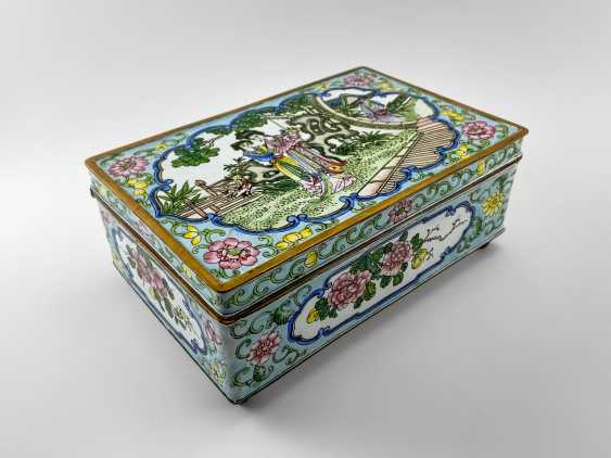 "A casket ""Guanzi"", painted enamel, Canton enamel, China, handmade, first half 20th century - photo 1"