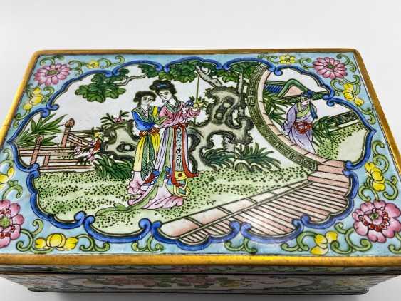"A casket ""Guanzi"", painted enamel, Canton enamel, China, handmade, first half 20th century - photo 2"