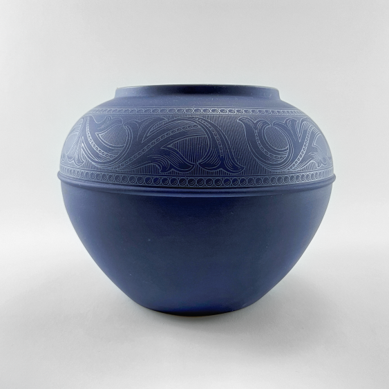 """Wedgwood Vase """"Of The Ball."""" England, biscuit porcelain, handmade. Rare collection. - photo 1"""