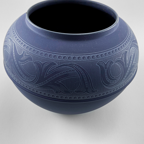 """Wedgwood Vase """"Of The Ball."""" England, biscuit porcelain, handmade. Rare collection. - photo 2"""