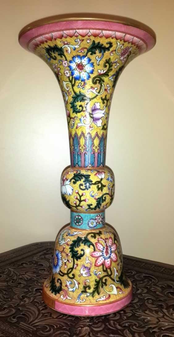 Vase (Porcelain. Pink family) - photo 1