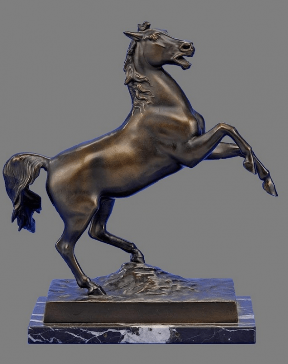 "The sculpture ""Horse standing on its hind legs"" - photo 1"