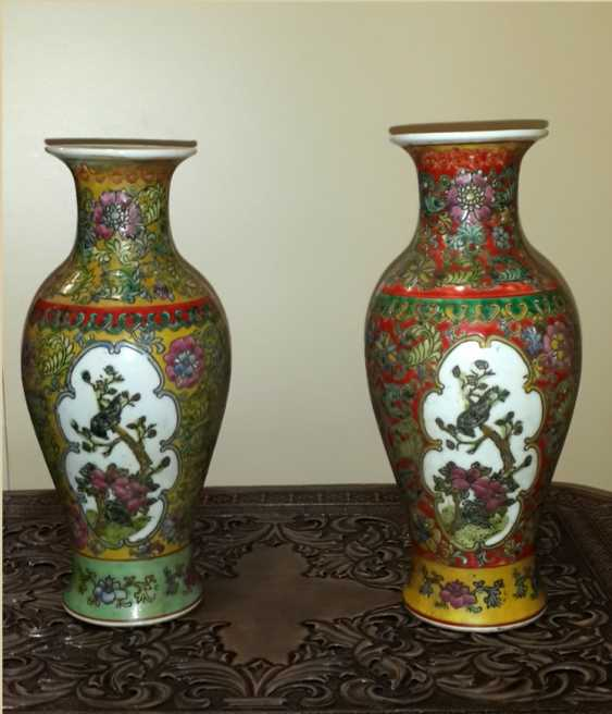 Vases paired with two cartouches - photo 1