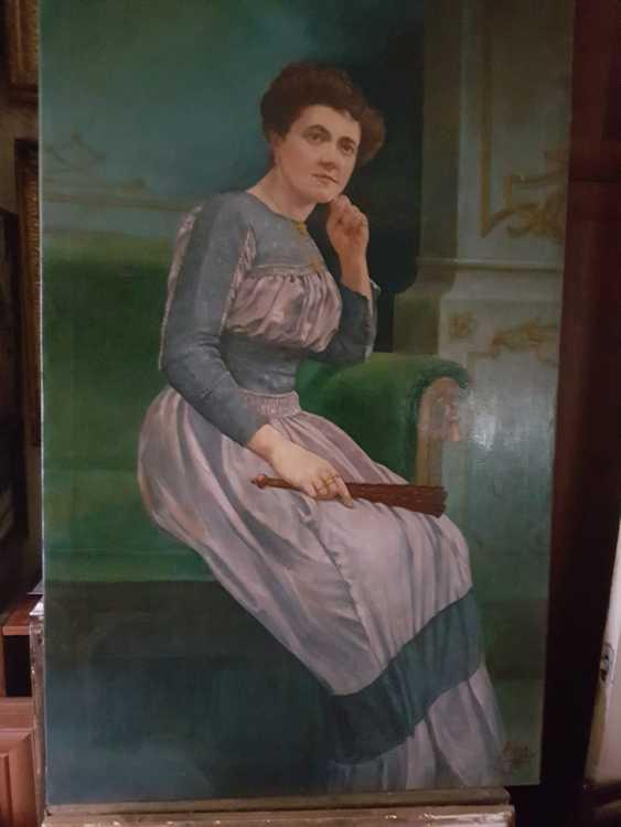 Portrait of a woman - photo 2