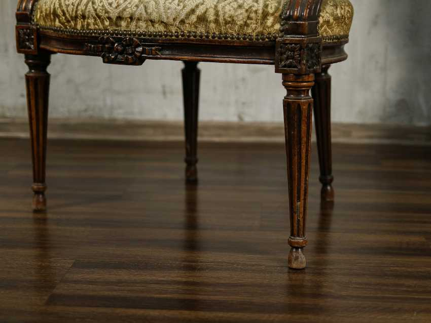 Antique carved armchair - photo 3