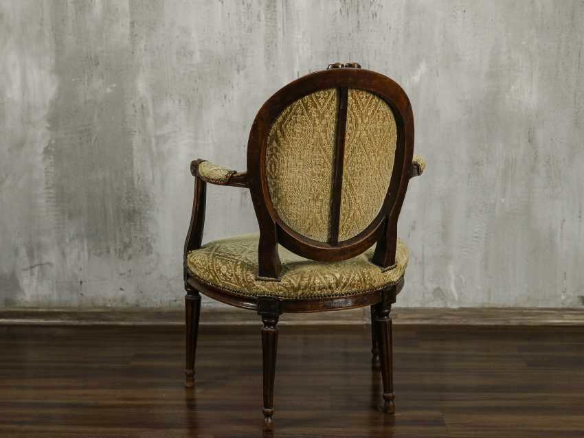 Antique carved armchair - photo 4