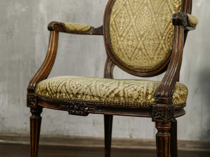 Antique carved armchair - photo 6