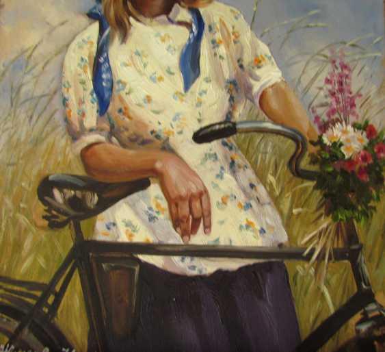 Девушка и велосипед - фото 3