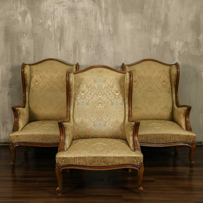 Trois fauteuils anciens - photo 1