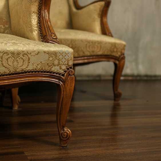 Trois fauteuils anciens - photo 2