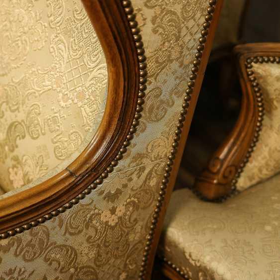 Trois fauteuils anciens - photo 9