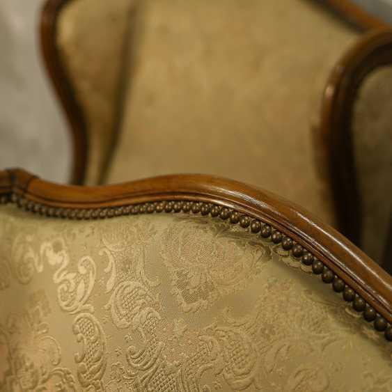 Trois fauteuils anciens - photo 10