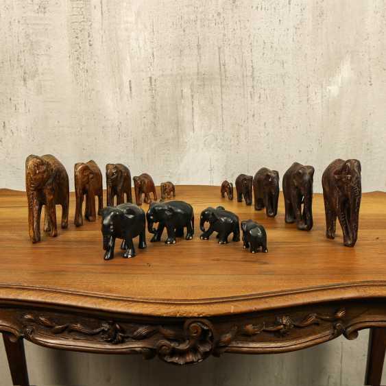 Ancienne collection d'éléphants de trois types - photo 1