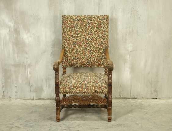 Antique throne chair - photo 1