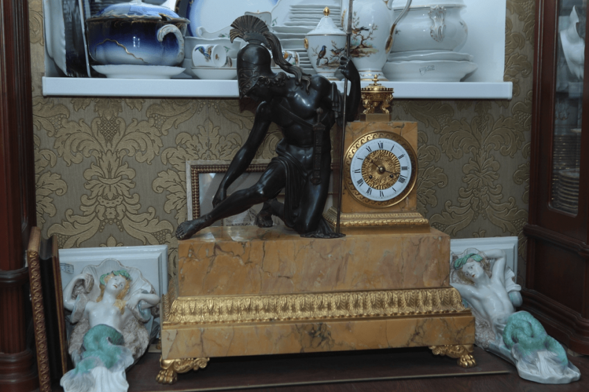 Mantel clock.France, early XIX century, bronze - photo 1