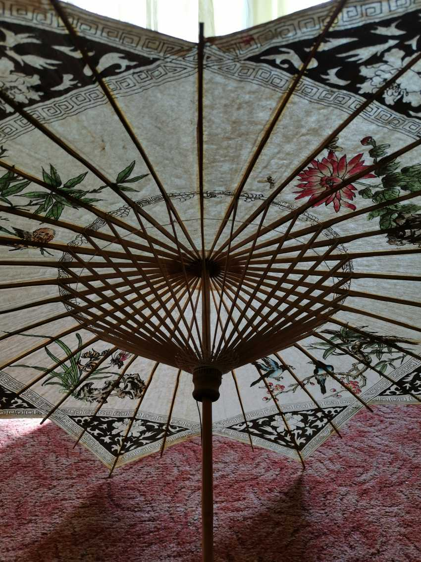Antique umbrella from China. Bamboo and rice paper - photo 2