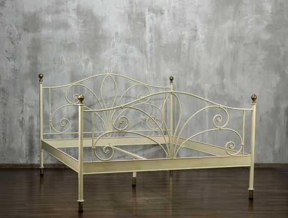 Antique metal bed - photo 1