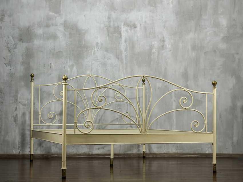 Antique metal bed - photo 2