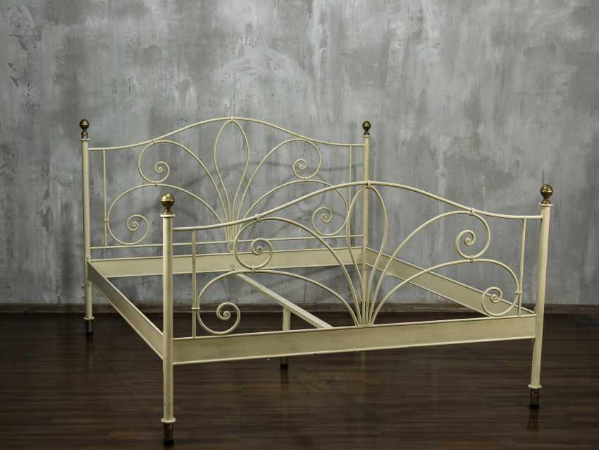 Antique metal bed - photo 3