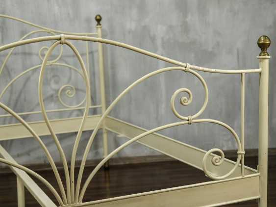 Antique metal bed - photo 6