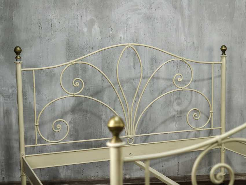 Antique metal bed - photo 10