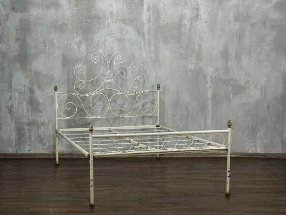Antique metal bed - photo 1