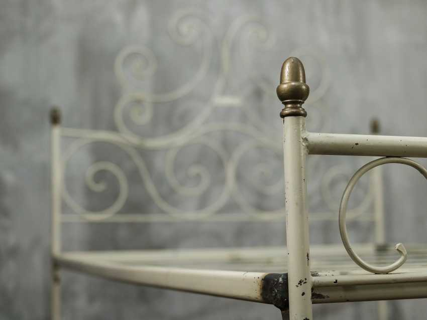 Antique metal bed - photo 3