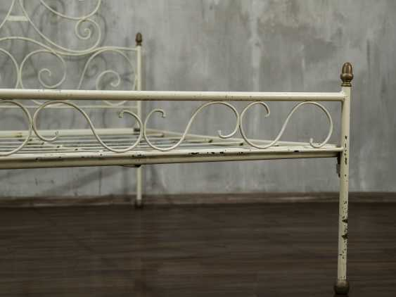 Antique metal bed - photo 4