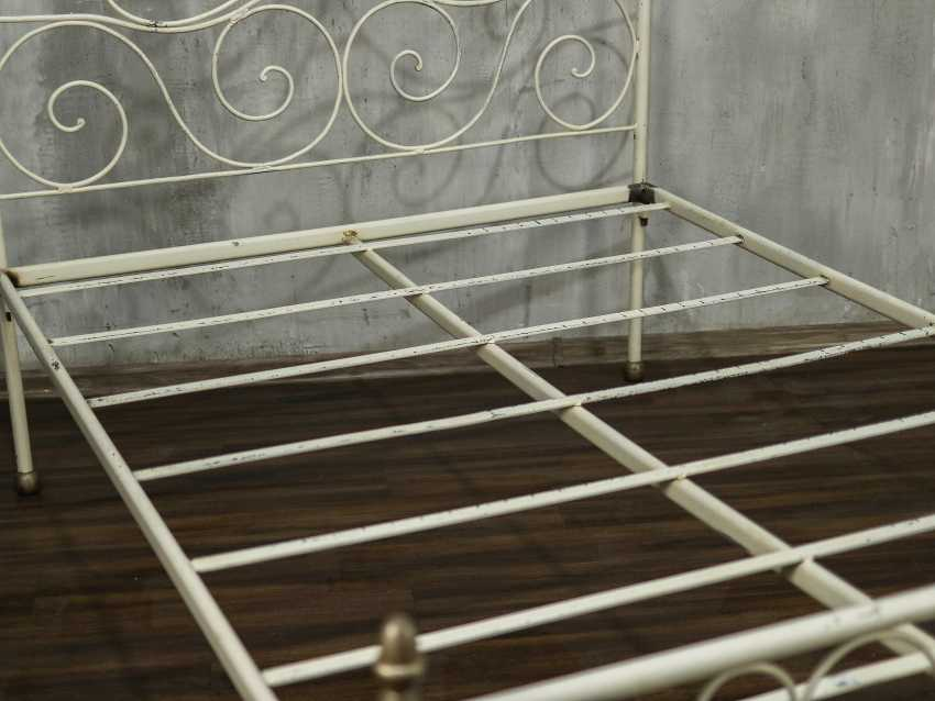 Antique metal bed - photo 5