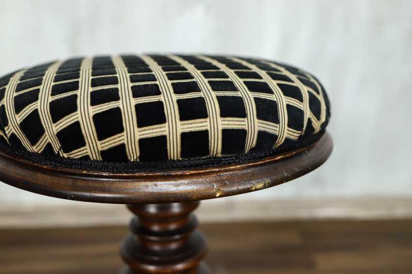 Antique stool - photo 5