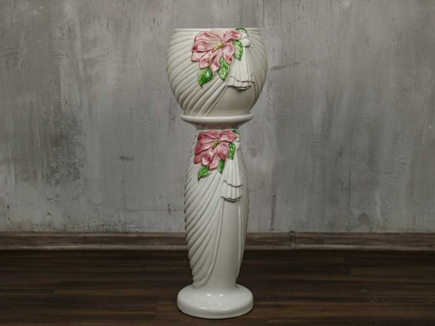 Vintage pots on a stand - photo 1