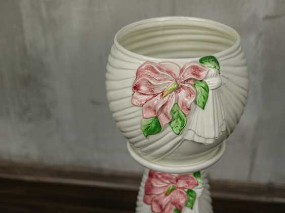 Vintage pots on a stand - photo 3